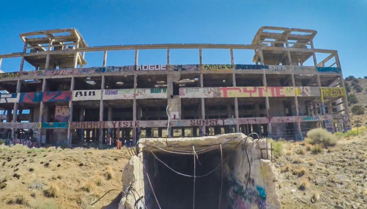 Fábrica de cianuro abandonada