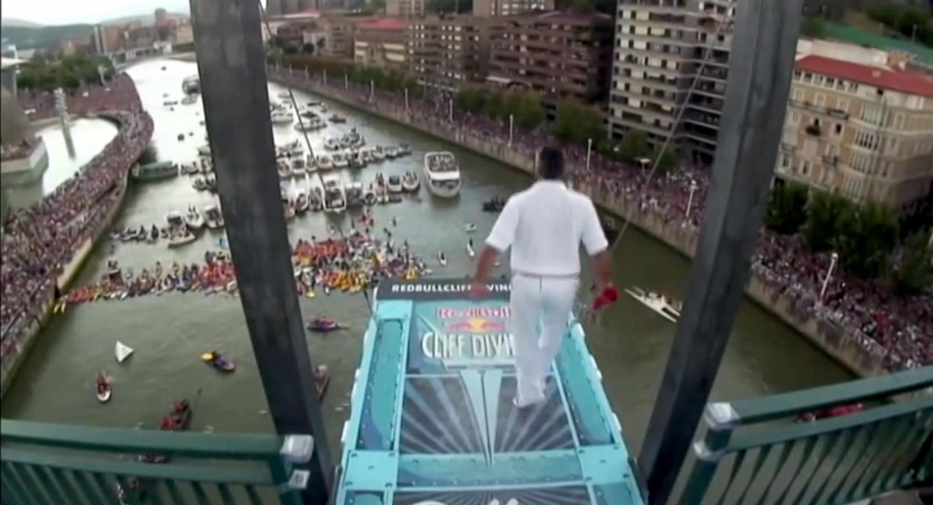 Aurresku en la plataforma del #RedBullCliffDiving 2014 de #Bilbao